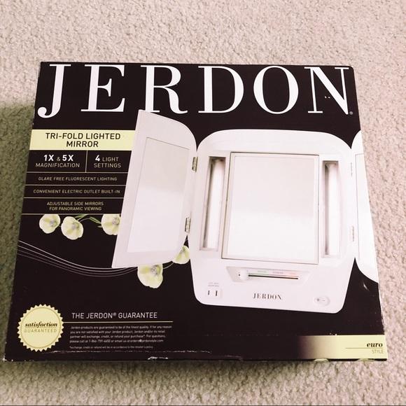 Jerdon Tri-Fold Lighted Mirror